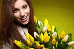 Mujer con el tulipán Imagen de archivo libre de regalías