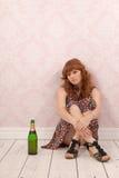 Mujer con el vino de la botella Imagenes de archivo
