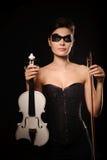 Mujer con el violín blanco Imagenes de archivo