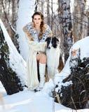 Mujer con el wolfhound al aire libre Fotografía de archivo libre de regalías