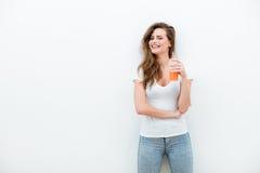 Mujer con el zumo de naranja fotos de archivo libres de regalías