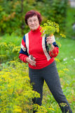 Mujer con eneldo Fotos de archivo