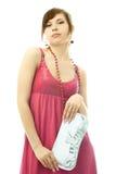 Mujer con estilo de Beautiufl con un embrague de plata Foto de archivo