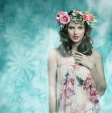 Mujer con estilo de la primavera fotos de archivo