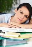 Mujer con exceso de trabajo Foto de archivo