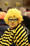 Mujer con gafas en el desfile de carnaval, Stuttgart de la abeja Foto de archivo libre de regalías