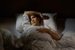 Mujer con insomnio imagen de archivo libre de regalías