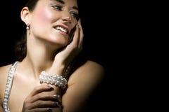 Mujer con joyería Fotos de archivo libres de regalías