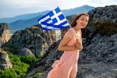 Mujer con la bandera griega Fotos de archivo