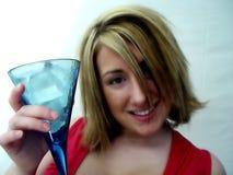 Mujer con la bebida Imagen de archivo libre de regalías