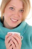 Mujer con la bebida caliente Imágenes de archivo libres de regalías