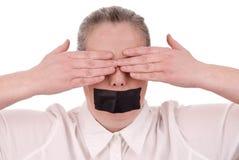 Mujer con la boca sujetada con cinta adhesiva Imagen de archivo libre de regalías