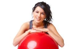 Mujer con la bola de la gimnasia foto de archivo