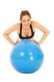 Mujer con la bola de la gimnasia Imagenes de archivo