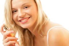 Mujer con la botella de perfume Fotos de archivo