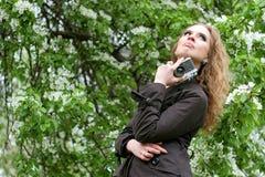 Mujer con la cámara Foto de archivo libre de regalías