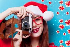 Mujer con la cámara de la foto Fotos de archivo