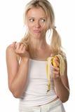 Mujer con la cáscara del plátano Imagen de archivo libre de regalías