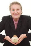 Mujer con la caja de jubilación Fotografía de archivo