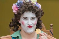 Mujer con la cara pintada y el traje medieval Fotografía de archivo libre de regalías