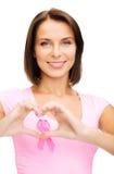 Mujer con la cinta rosada del cáncer Fotografía de archivo
