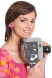 Mujer con la cámara de película vieja Foto de archivo libre de regalías