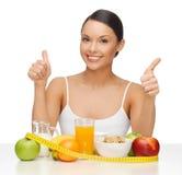 Mujer con la comida sana fotos de archivo libres de regalías