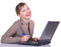 Mujer con la computadora portátil Fotos de archivo