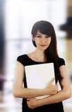 Mujer con la computadora portátil Fotografía de archivo libre de regalías