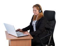 Mujer con la computadora portátil y el receptor de cabeza Foto de archivo libre de regalías