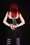 Mujer con la cuchilla de carne Foto de archivo