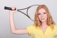 Mujer con la estafa de tenis Foto de archivo libre de regalías