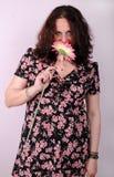 Mujer con la flor foto de archivo