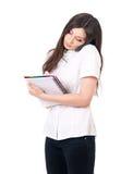 Mujer con la libreta y el teléfono Foto de archivo libre de regalías