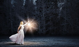 Mujer con la linterna Imagen de archivo