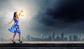 Mujer con la linterna Imágenes de archivo libres de regalías
