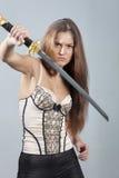 Mujer con la lucha de la espada Fotos de archivo libres de regalías