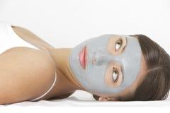 Mujer con la máscara facial fotografía de archivo