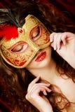Mujer con la máscara veneciana del carnaval de la mascarada Imagen de archivo