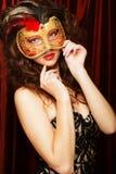Mujer con la máscara veneciana del carnaval de la mascarada Foto de archivo libre de regalías