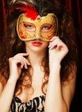 Mujer con la máscara veneciana del carnaval de la mascarada Fotografía de archivo libre de regalías
