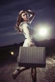 Mujer con la maleta Imagen de archivo libre de regalías
