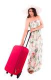 Mujer con la maleta roja de A en un fondo blanco Imagen de archivo libre de regalías