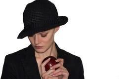Mujer con la manzana roja Imagen de archivo
