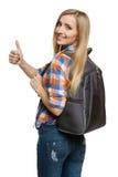 Mujer con la mochila que muestra el pulgar para arriba Fotos de archivo