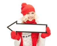 Mujer con la muestra de la flecha de la dirección Fotos de archivo