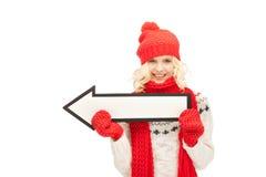 Mujer con la muestra de la flecha de la dirección Imagenes de archivo