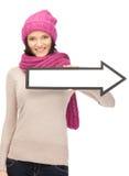Mujer con la muestra de la flecha de la dirección Imagen de archivo