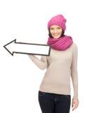 Mujer con la muestra de la flecha de la dirección Fotografía de archivo libre de regalías