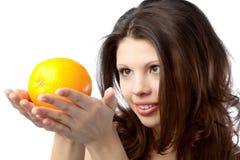 Mujer con la naranja Imágenes de archivo libres de regalías